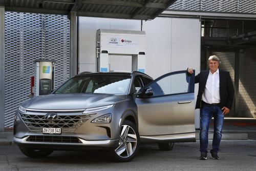 La première All-New Hyundai NEXO est arrivée en Suisse, prête à écrire un nouveau chapitre de l'électromobilité à hydrogène.