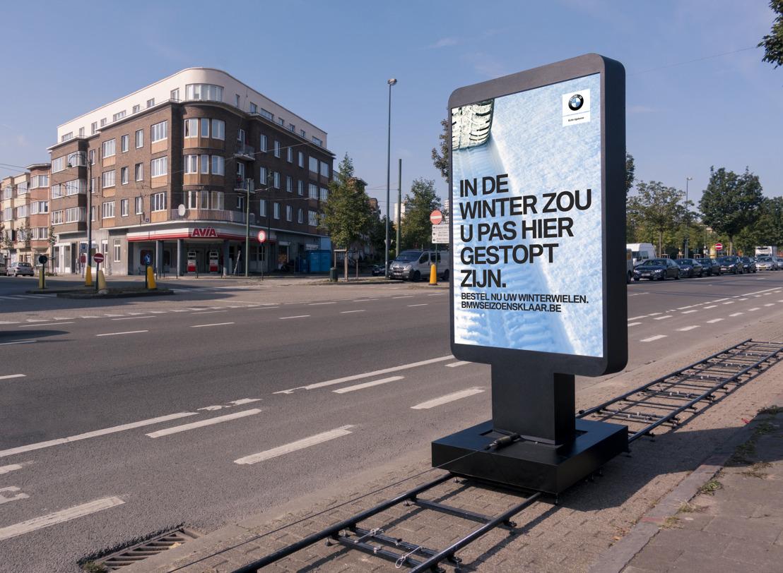 Air creëert glijdend billboard voor BMW.