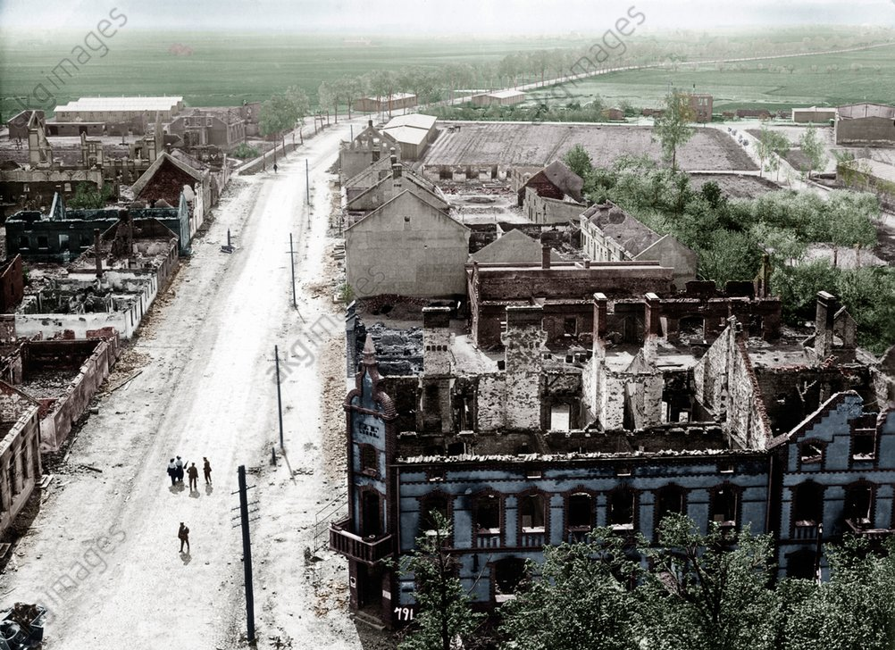 Battle of Tannenberg (Masuria / East Prussia), from 26 to 30 August 1914. Ruins of a city on the Eastern front. <br/>AKG1674380