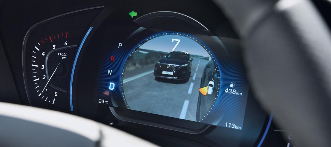 Hyundai Santa Fe: primo SUV con monitor per l'assistenza angolo morto