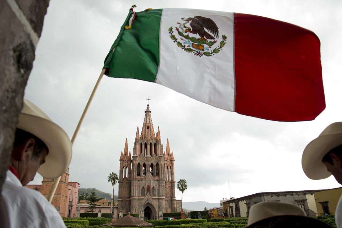 Tequila Casa Dragones, inspirado en los dragones de San Miguel de Allende, participa de la cabalgata que conmemora la Independencia