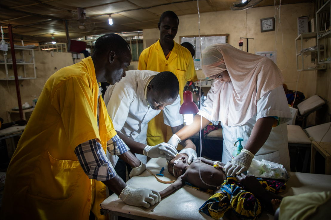 In the stabilization room, the team are administering an intravenous catheter. Photographer: Laurence Hoenig
