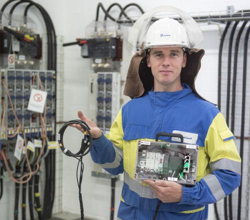 Elektriciteitscabines en -kasten op de rooster