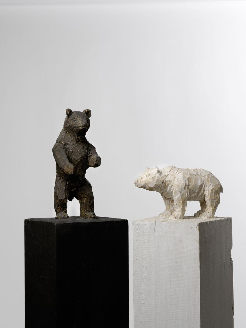 Stephan Balkenhol - 2.Beren – wit en zwart, 1993. Bruikleen privécollectie, Waregem. Foto: Cedric Verhelst