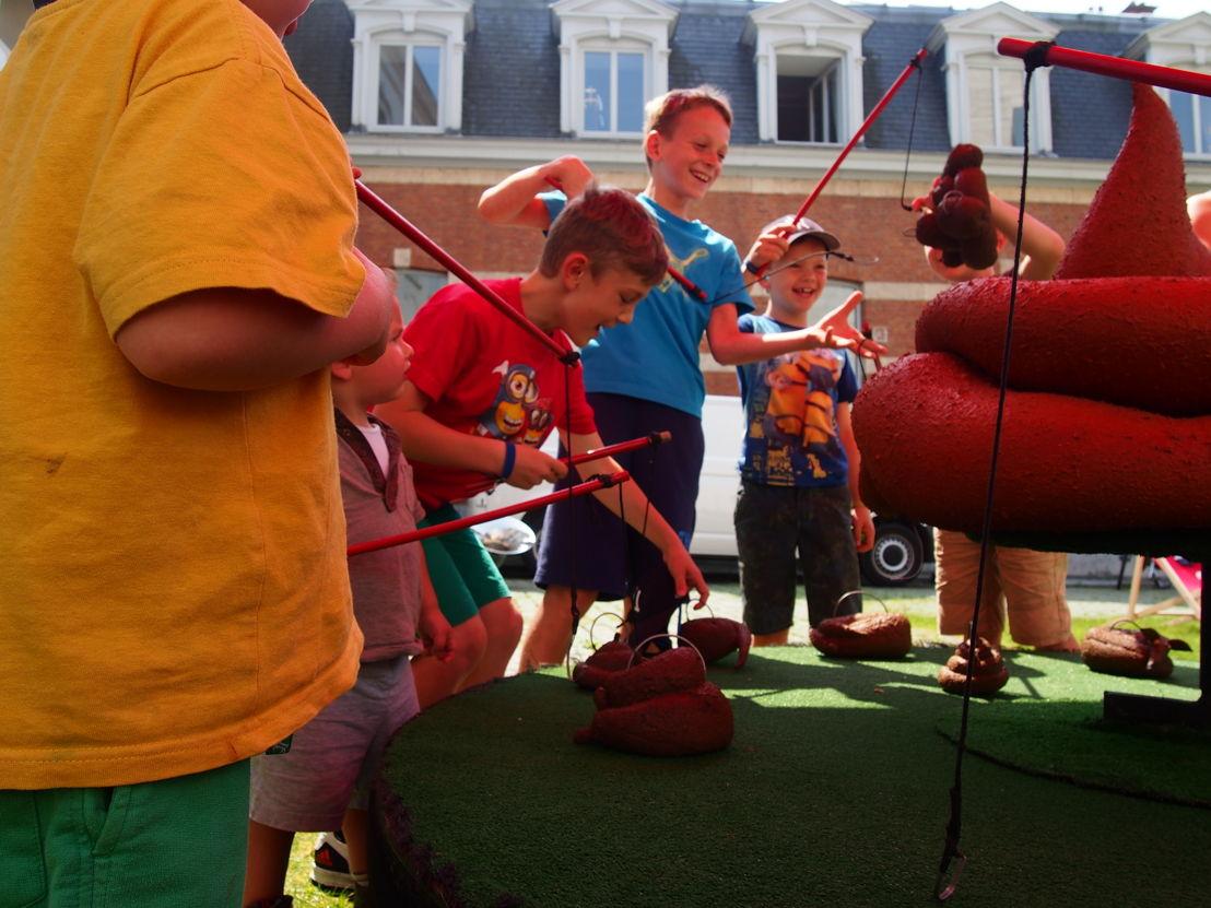 Drollen vissen in de museumtuin  | Start zomerprogramma in de Museumspelstraat (c) Andy Merregaert