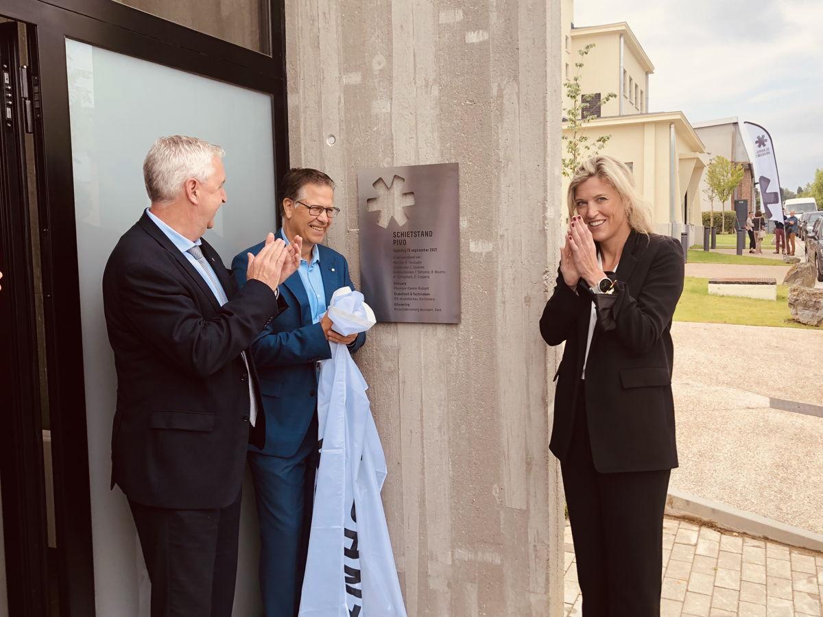 Federaal minister Annelies Verlinden kwam mee de nieuwe schietstand in het PIVO openen