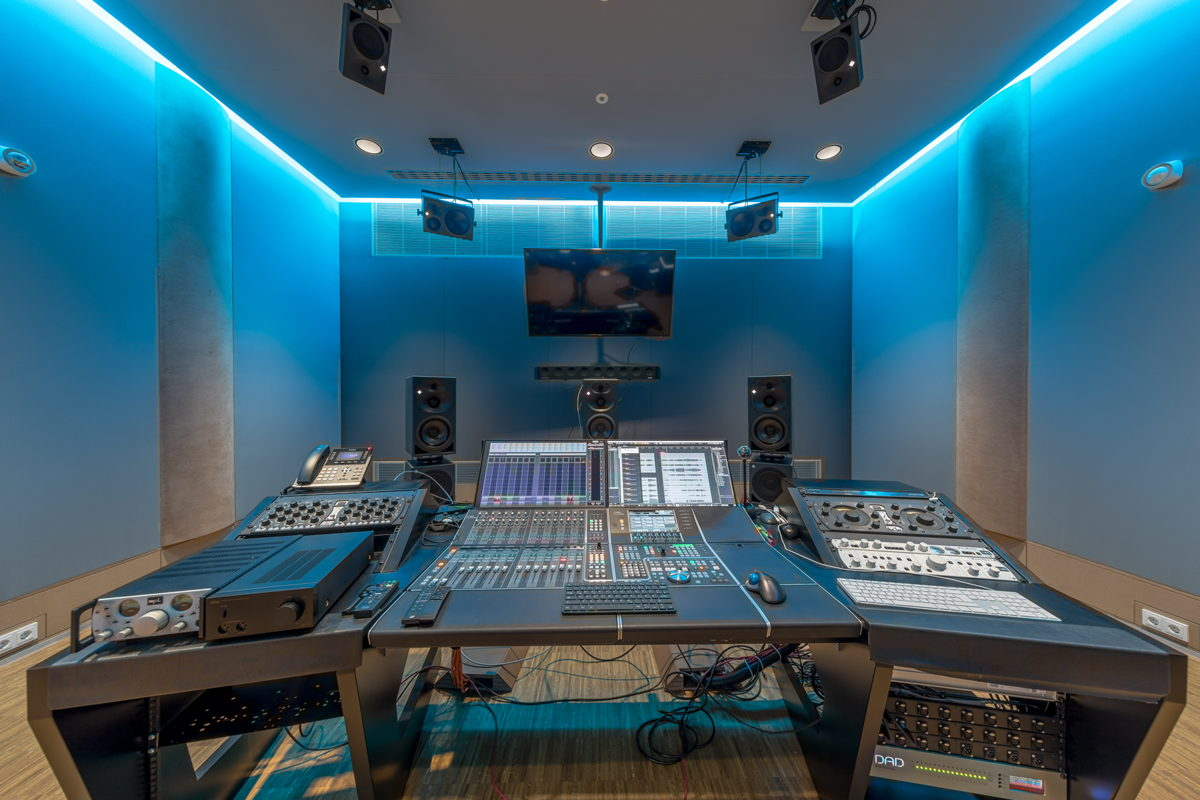 In der kontrollierten Akustik der studioeigenen Mastering-Suite werden 3D-Aufnahmen zu beeindruckenden immersiven Klangerlebnissen veredelt
