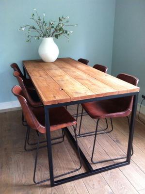 tafel-steigerhout-met-frame-olie2.JPG