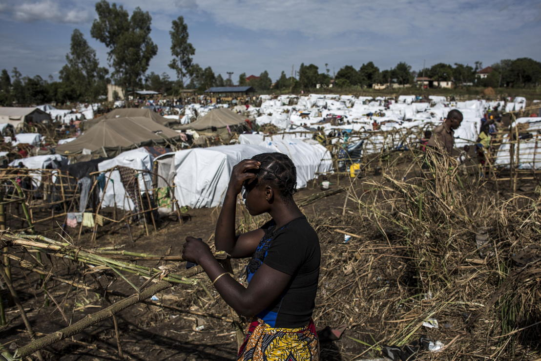 An internally displaced Congolese woman is seen inside an MSF-supported IDP camp. The camp is estimated to be home to around 2,000 IDPs, with this number expected to increase as the violence continues. PHOTO/JOHN WESSELS