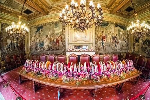 Bloemen en vruchten overspoelen het Stadhuis van Brussel