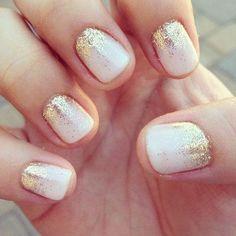 Glitter, metalizados y tonos joya, serán los protagonistas en tus uñas para estas fiestas