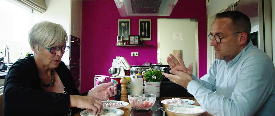 Voor de mannen - Xavier Taveirne en zijn moeder - (c) VRT / De Chinezen