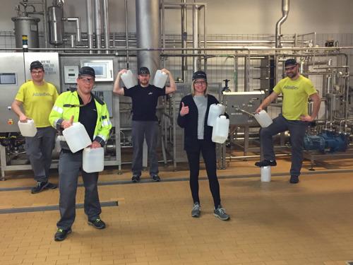 Proefbrouwerij AB InBev schenkt ethanol aan apothekers uit Vlaams-Brabant voor de productie van handgel en ontsmettingsmiddel voor zorgverleners