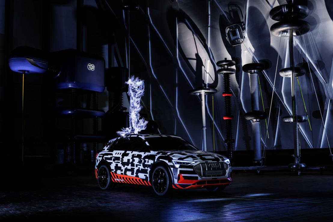 'Hoogste' spanning: het Audi e-tronprototype in Faraday-kooi