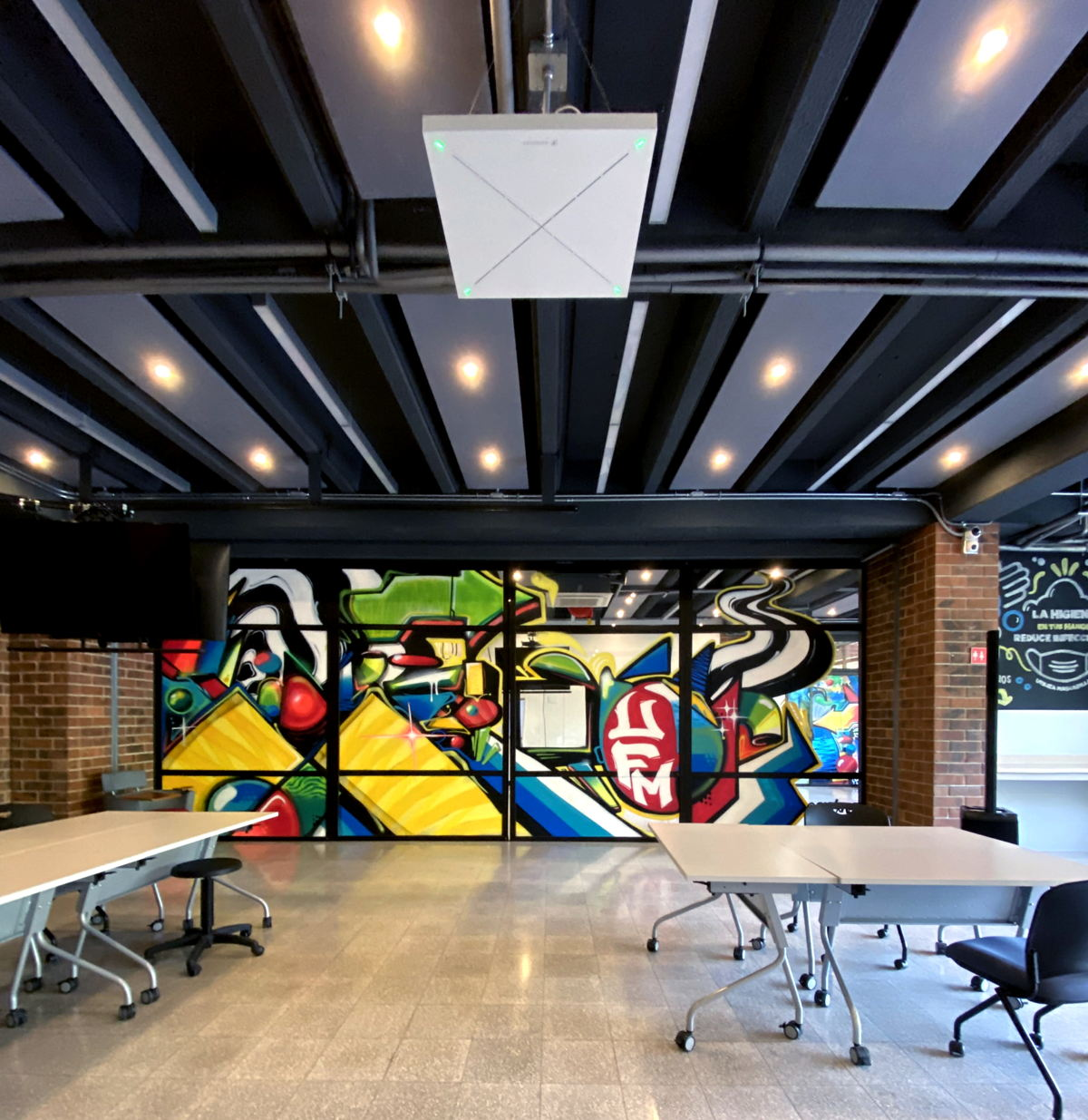 Universidad Francisco Marroquín is one of the top universities in Latin America. To future-proof its campus, UFM worked with installer FAREI to deploy Sennheiser TeamConnect Ceiling 2 microphones in 52 of its classrooms and various faculty auditoriums