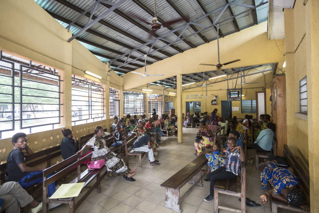 Waiting room of CHK hospital in Kinshasa run by Médecins Sans Frontières (MSF). Photographer: Kris Pannecoucke