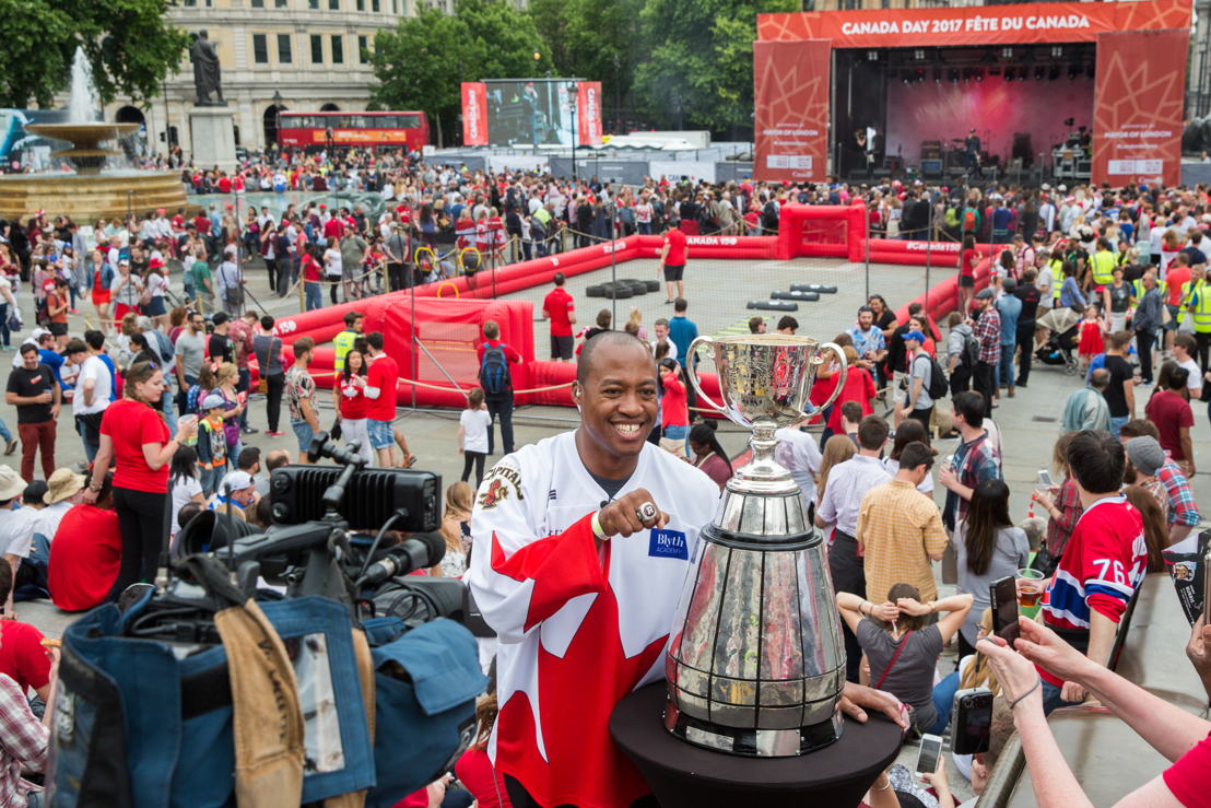 Henry Burris showing off his Grey Cup ring in Trafalgar Square. Photo Credit: Jim Ross/CFL
