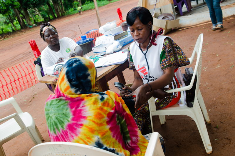 MSF organizes daily mobile clinics on the site to provide primary health care to IDPs. From May to June, the team provided over 2100 consultations, half of them for malaria. Indeed, the living conditions of the IDPs impact on the prevalence of disease such as malaria, diarrhoea and respiratory infection. Also, because of the poor security situation in town, MSF encounters difficulties to refer severe cases to Bangassou hospital for more advanced treatment. Natacha Buhler