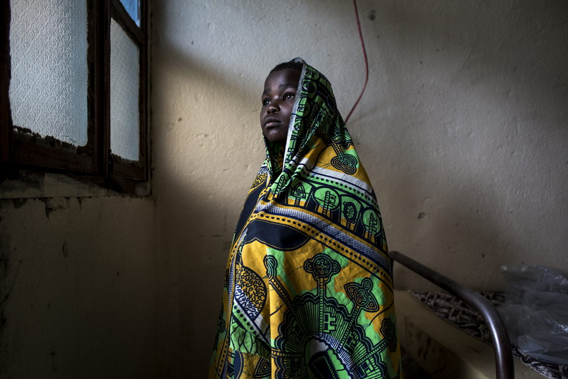 Paulette Buye (12), recovers in a hospital room on 2 March 2018 in Bunia. An attack on her village led to her being struck in the back of the neck with a machete, and she, her mother and her brother, who suffered a machete wound to the leg, hide in the bush for three nights before making the trip to Bunia to find help. ©John Wessels/MSF
