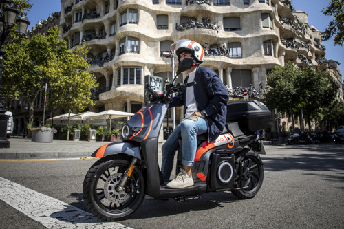 SEAT MÓ rolls out its motosharing service in Barcelona
