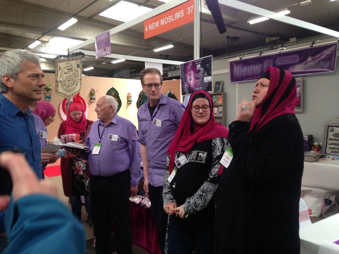 Aflevering 8: Jan ontmoet de tot de islam bekeerde familie Cools in Antwerpen - (c) Warner Bros ITVP België