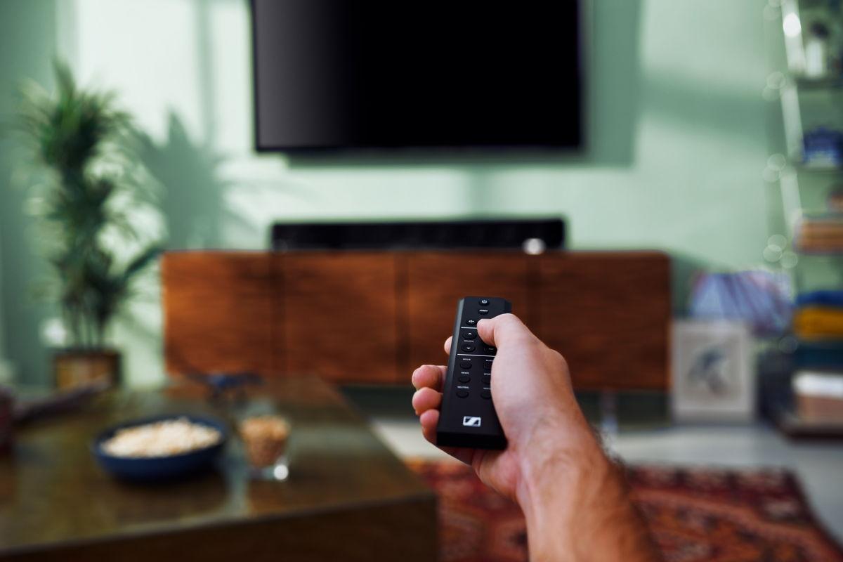Ljud som passer ditt innehåll Förutom att stödja Dolby Atmos, MPEG-H och DTS: X, återskapar soundbarens Upmix-teknik både stereo och 5.1-innehåll till en spännande 3D-ljudupplevelse. Fem förinställningar skräddarsyr frekvenserna och 3D-ljudegenskaperna efter med ditt