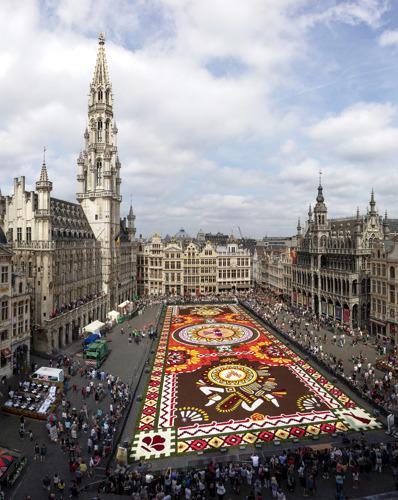 Brusselse Grote Markt rolt zijn 21ste Bloementapijt uit