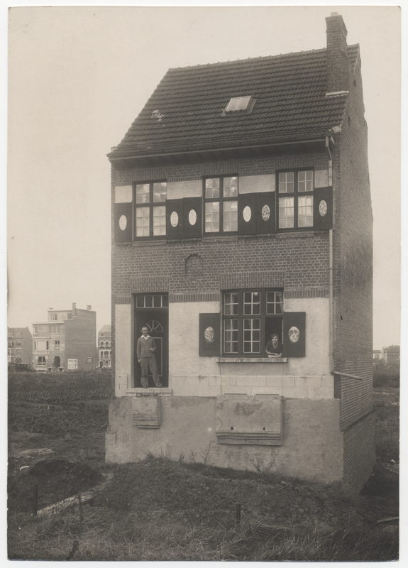 Het huis van Edgard Tytgat in de Terkamerenstraat, Sint-Lambrechts-Woluwe<br/>(c) Koninklijke Musea voor Schone Kunsten van België, Archief voor Hedendaagse Kunst in België<br/>(c) SABAM Belgium 2017