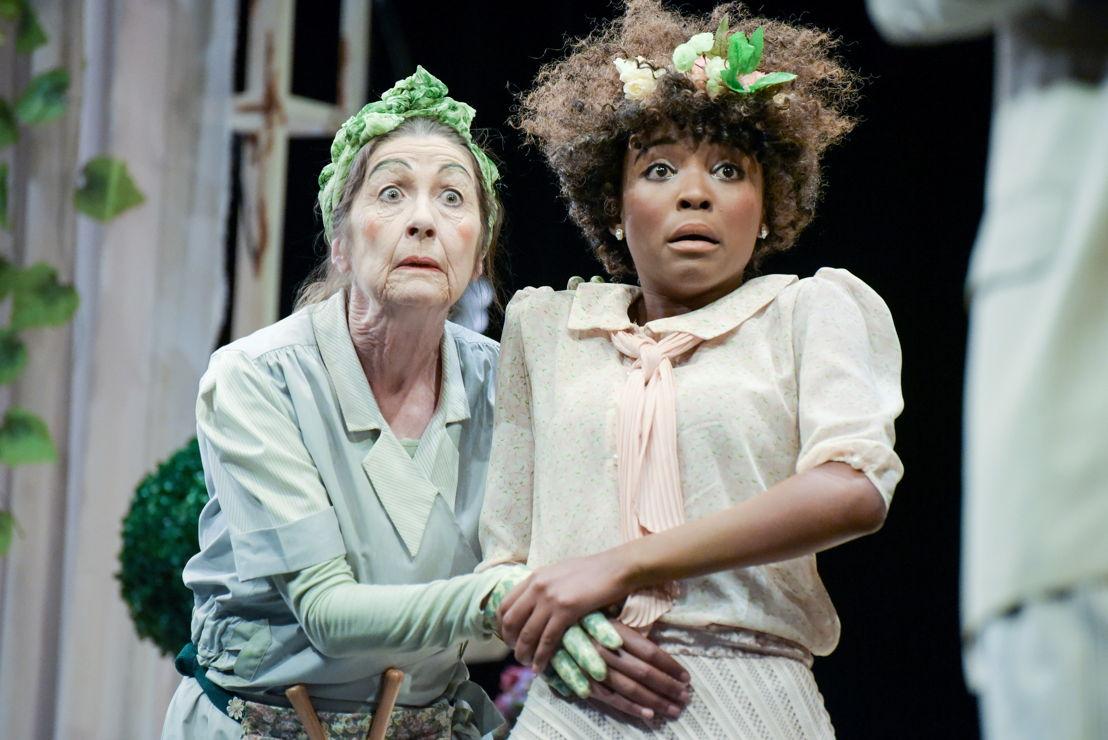Vuyelwa Maluleke (Mariane) and Vanessa Cooke (Dorine)