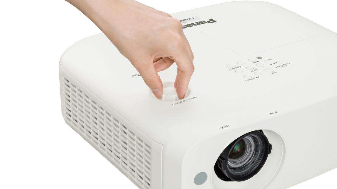 Nuevos proyectores LCD portátiles amplían la gama Panasonic para educación y oficinas