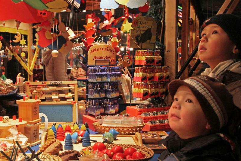 Celle_weihnachtsmarkt_großerplan_kinder c) Celle Tourismus und Marketing GmbH