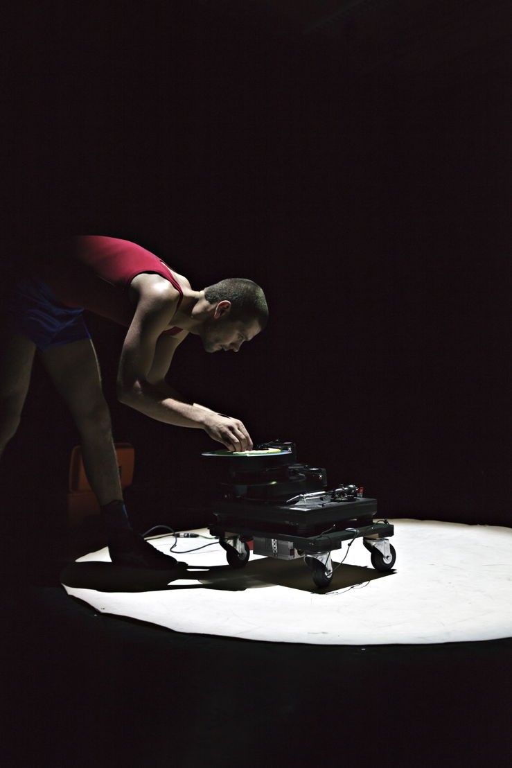 Fr. 28 &amp; Sa. 29.10, 20:30<br/>Louis Vanhaverbeke - MULTIVERSE - photo: Jolien Fagard