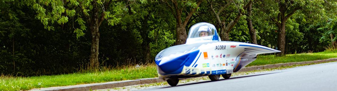 Belgisch Solar Team rijdt met gloednieuwe zonnewagen door Leuven