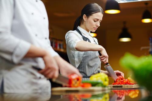 Preview: 2 op 3 horecawerknemers vinden werkdruk te hoog