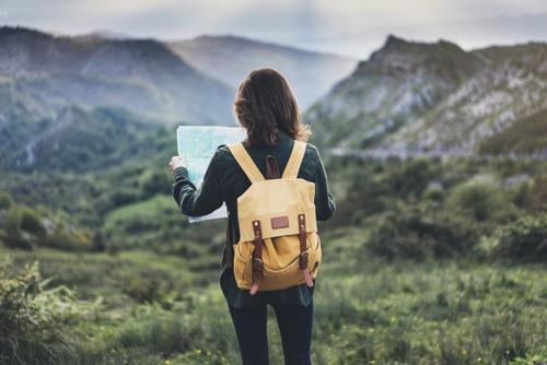 Названы самые безопасные страны для одиноких путешественниц