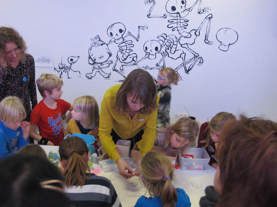 Vesalius - Workshop met Kim Crabeels op de kindervernissage van 'Magnus is Ziek' © Andy Merregaert