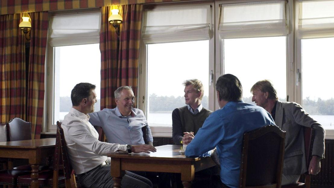 De kleedkamer - KV Mechelen 1988 : Geert Deferm, Graeme Rutjes, Ruben Van Gucht, Piet den Boer, Aad de Mos - (c) Deklat Binnen