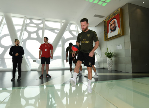 The Arsenal Showaround: Players get a taste of Dubai with Emirates