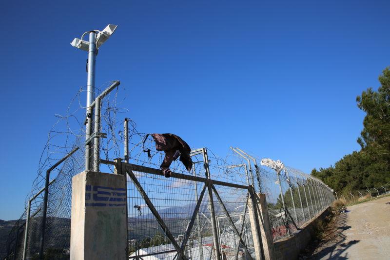 그리스 사모스 섬에 있는 난민들은 철조망 안에 갇혀있다. ⓒMohammad Ghannam/MSF