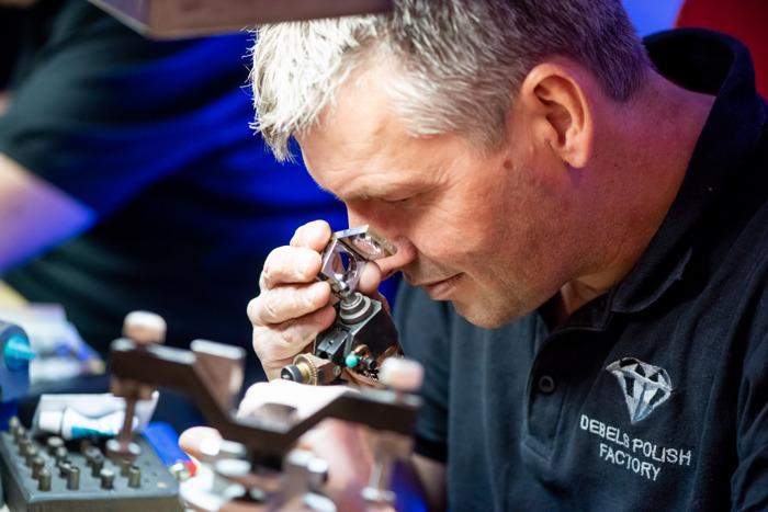DIVA ontvangt 5.000 bezoekers en zet wereldrecord diamant slijpen op 57 uur