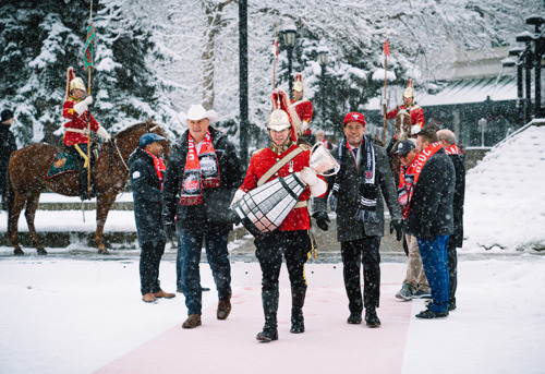 PHOTO RELEASE: GREY CUP AND COMPETING TEAMS ARRIVE IN CALGARY