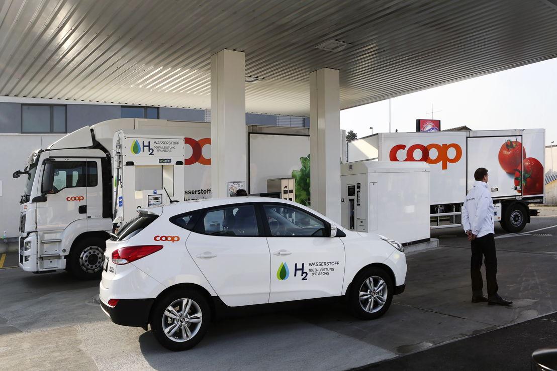 Hyundai ix35 Fuel Cell @ Wasserstofftankstelle von COOP Tankstelle in Hunzenschwil
