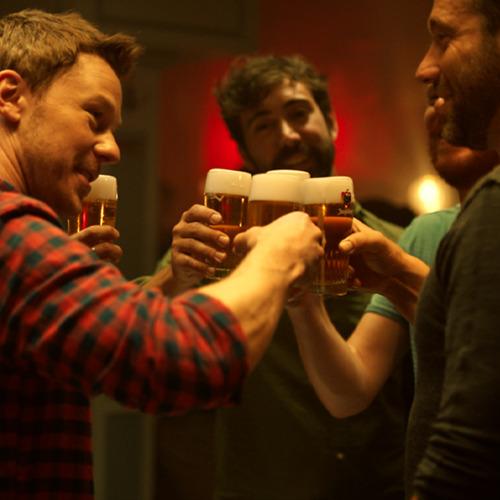 Arno et Triggerfinger avec 'J'aime la vie' dans une publicité unique sur la consommation responsable d'alcool