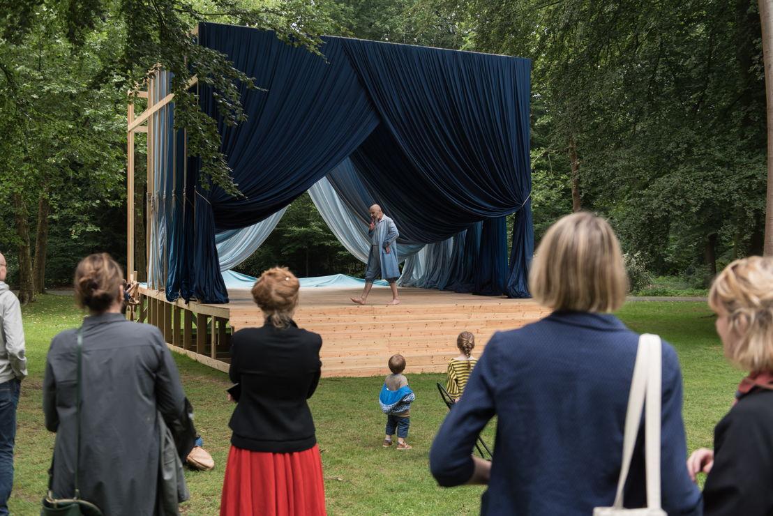 EXPERIENCE TRAPS<br/>Ulla von Brandenburg, Le Soleil te regarde (performance by Benoit Resillot), 2018 - courtesy the artist - photo: Tom Cornille