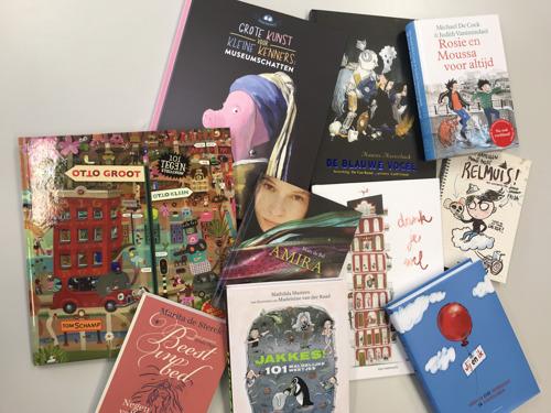 Cultuurminister geeft prenten-, jeugd- en kinderboeken aan collega's