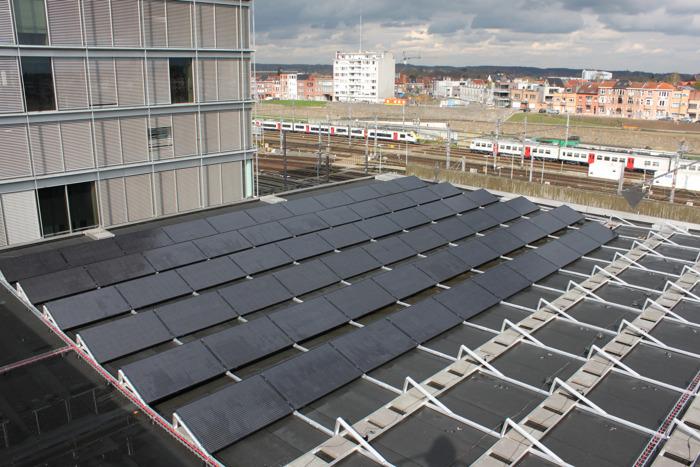 Provincie plaatst 492 zonnepanelen op dak Provinciehuis