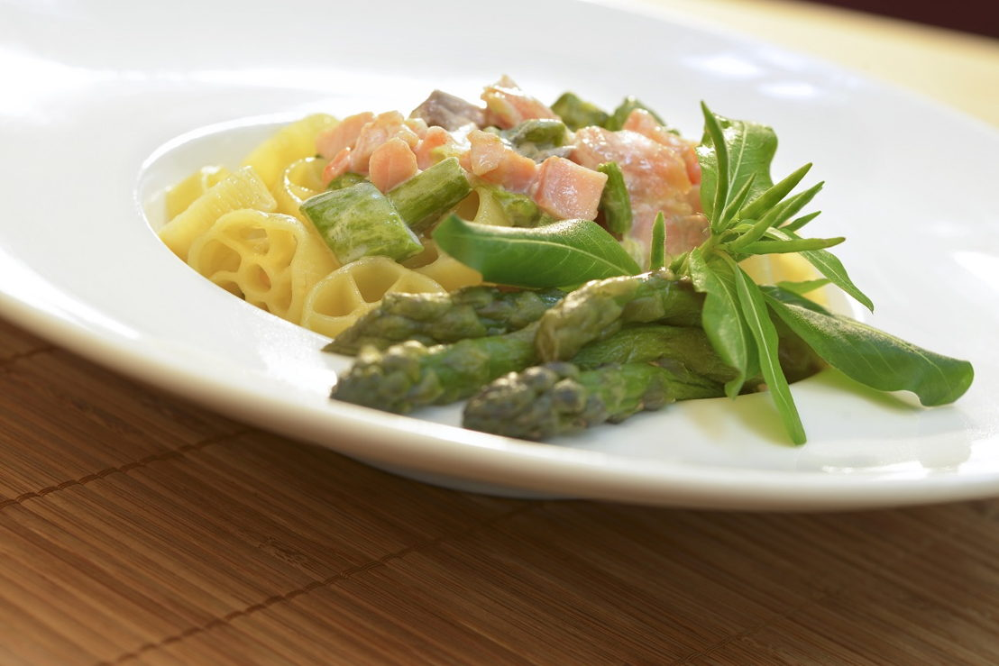 Ruote con asparagi e salmone.tif