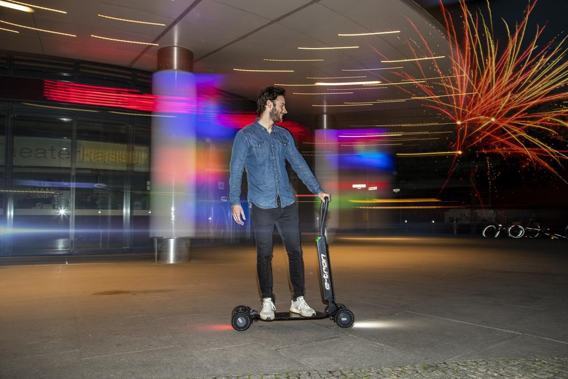 Audi combine trottinette électrique et skate-board