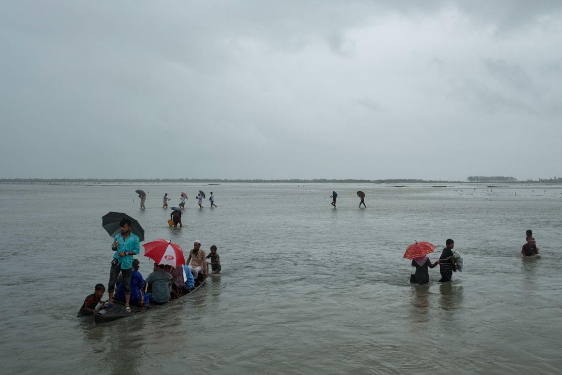 8월 25일 폭력사태가 격화된 이후, 42만2000여 명의 로힝야족이 미얀마 라카인 주를 떠나 방글라데시로 탈출했다. 앞서 몇 년 동안에도 폭력사태가 벌어질 때마다 수십만 로힝야족이 국경을 넘어 탈출했는데, 최근 로힝야 난민들이 대거 유입되면서 그 수가 더 커졌다. Antonio Faccilongo/MSF