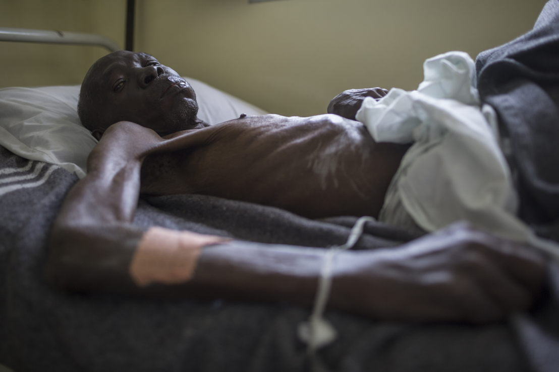 CHK hospital in Kinshasa run by Médecins Sans Frontières (MSF). (Man died a few days later, consent signed by family member). Photographer: Kris Pannecoucke